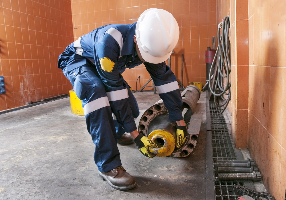 oil worker wearing fr clothing